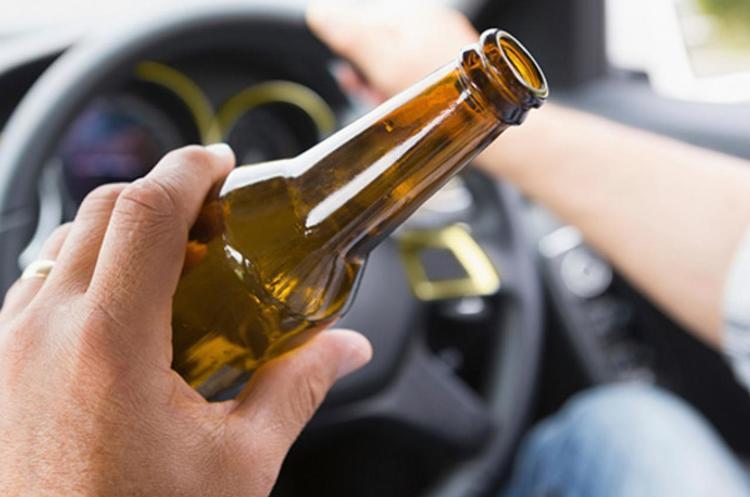 Руль vs бутылка: что теперь грозит водителям навеселе