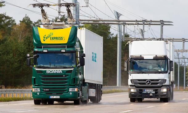 В Німеччині будують три електрифіковані дороги, які заряджатимуть гібридні вантажівки під час руху