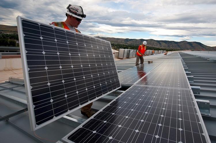 «Дочка» Shell збудує сонячну станцію для нового дата-центру Facebook