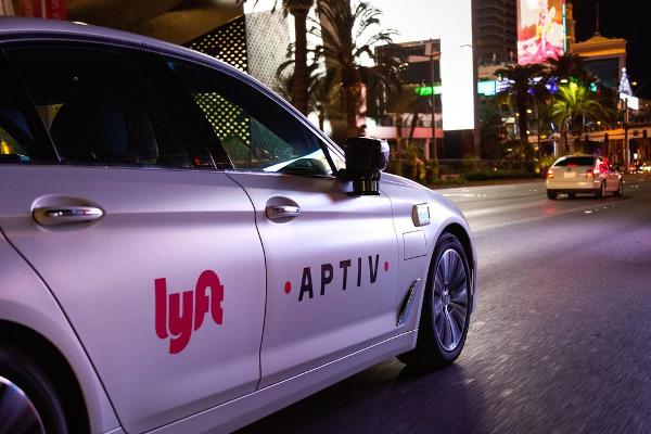 Конкурент Uber, сервіс таксі Lyft планує вийти на ІРО