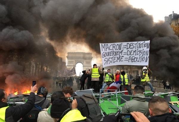 Протести у Франції продовжуюся, «жовті жилети» закликають на штурм Бастилії (ВІДЕО)