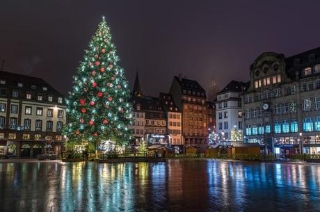 У центрі Страсбурга внаслідок стрілянини загинуло четверо людей, поліція переслідує терориста