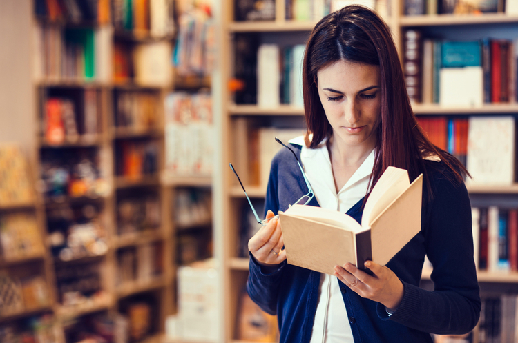 Forbes назвав письменників, які заробили найбільше грошей на своїх книгах
