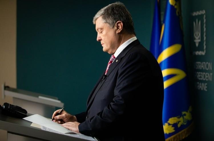 Порошенко підписав закон про перейменування УПЦ МП