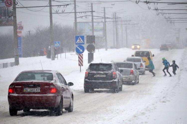 «Укравтодор» обмежив рух у чотирьох областях через снігові замети і хуртовини