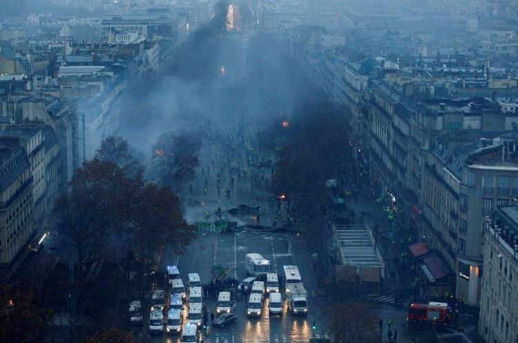 Французький бізнес втратив 2 млрд євро через протести «жовтих жилетів»
