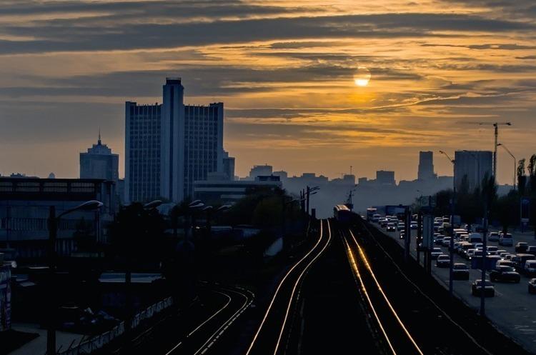 Один з мостів через Дніпро у Києві буде повністю перекрито