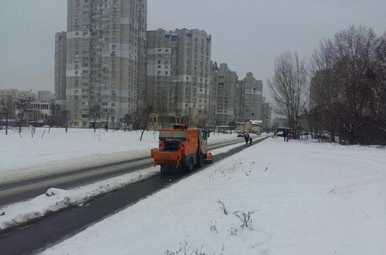 «Київавтодор» похвалився вмінням прибирати сніг (ВІДЕО)