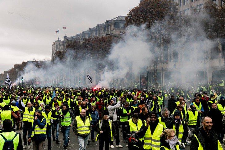 Французький уряд розробляє нові більш суворі закони для протестувальників