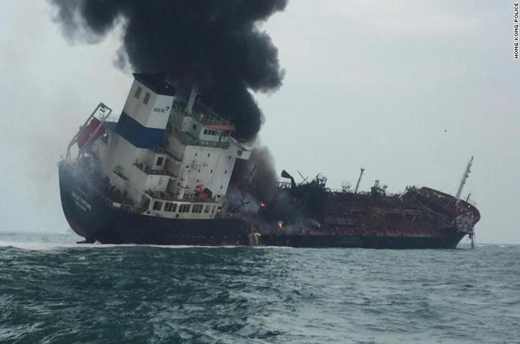 Поблизу узбережжя Гонконгу вибухнув нафтовий танкер