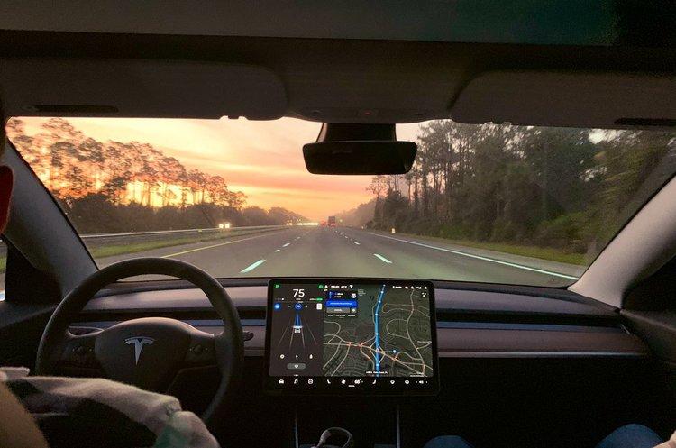 На Tesla подали до суду через загибель пасажира у зв'язку з несправною батареєю електрокара
