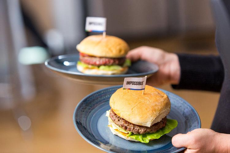 CES 2019: американський Impossible Foods представив котлети зі штучного м'яса (ВІДЕО)