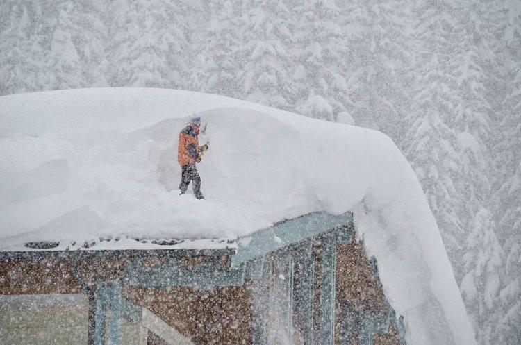Європу накрили сильні снігопади: жертвами стихії стали 16 людей (ФОТО, ВІДЕО)