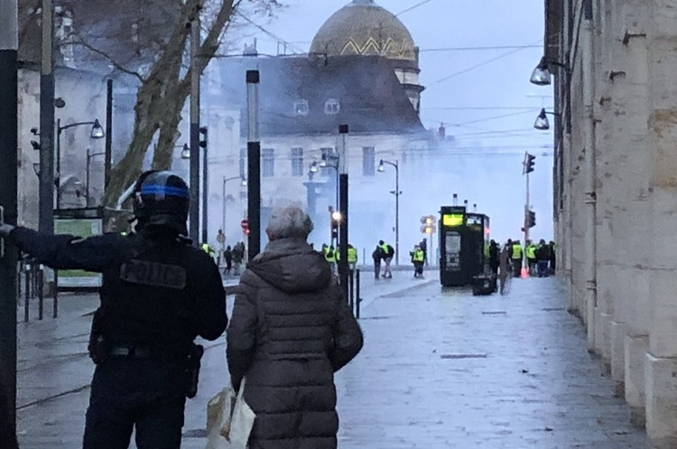 У Франції поліція затримала 240 учасників акції протестів «жовтих жилетів»
