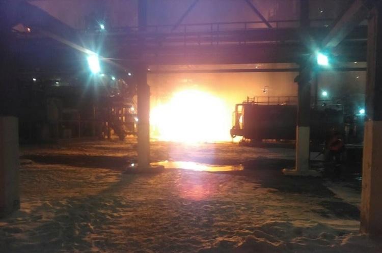 Пожежу на заводі «Карпатнафтохім» гасять вже 12 годин