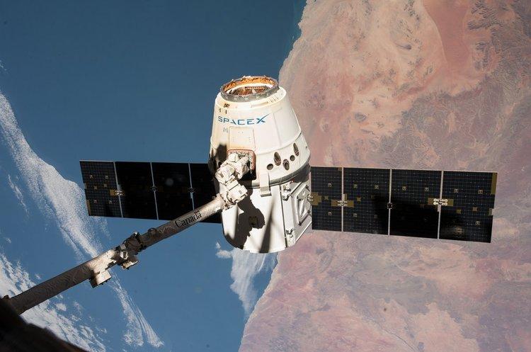 Космічний корабель Dragon успішно повернувся на Землю після доставки вантажу на МКС