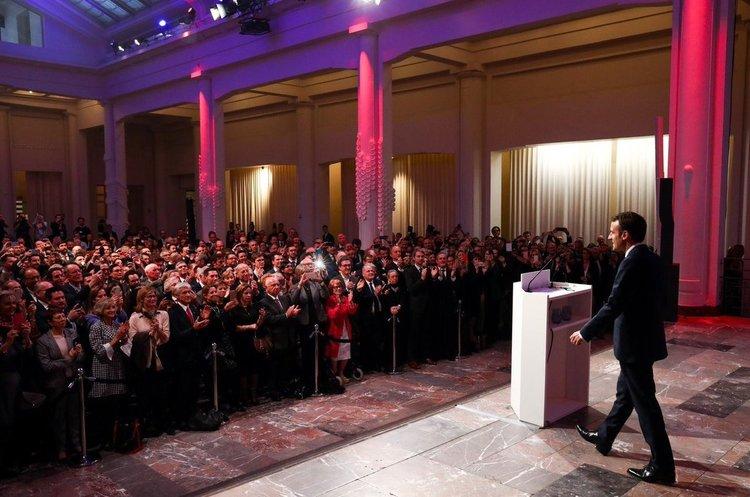 Макрон ініціював 3-місячні національні дебати в надії заспокоїти протести в країні