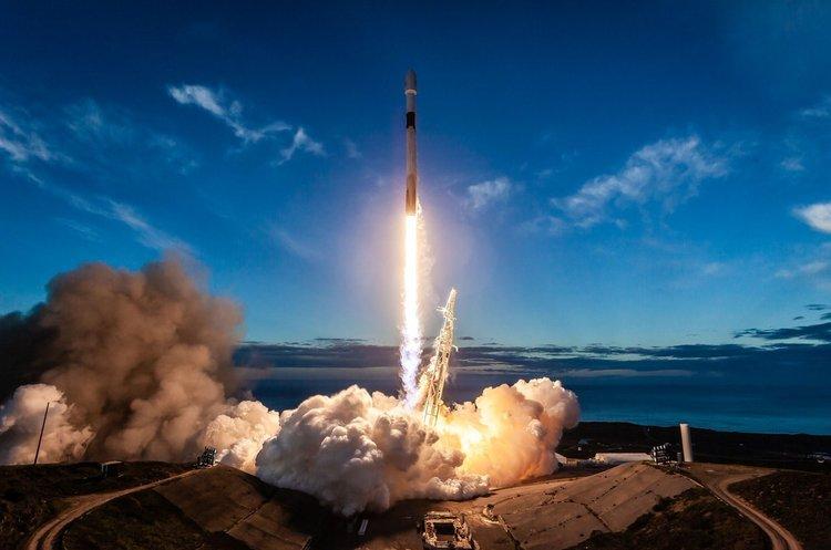 SpaceX скоротить 600 своїх співробітників