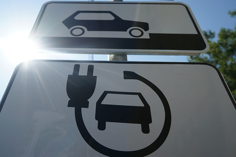 Високовольтне майбутнє: за що українці люблять електромобілі