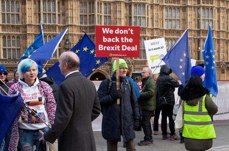 Провал плану Brexit. Що чекає Британію та Терезу Мей