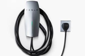 Tesla випустила зарядку для авто, яку можна брати з собою