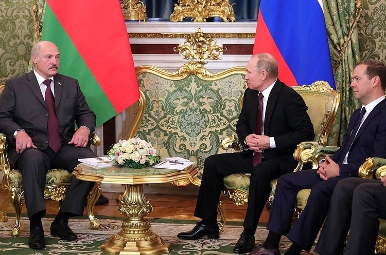 Лукашенко обіцяє не переводити Білорусь на російський рубль