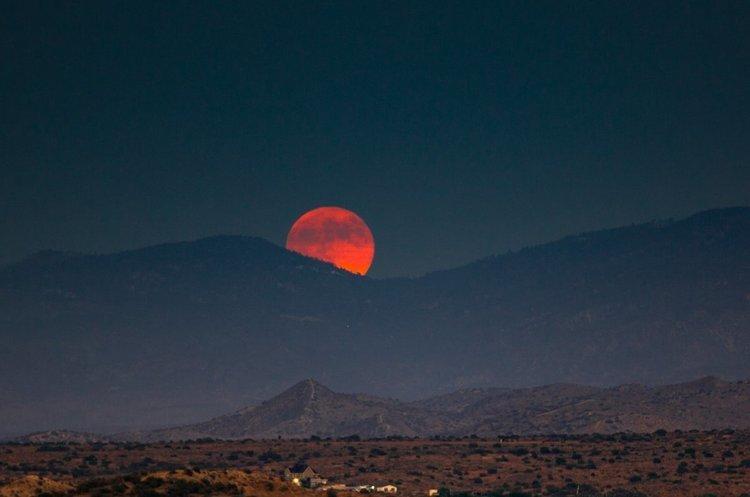 Українці на світанку 21 січня зможуть побачити повне затемнення Місяця