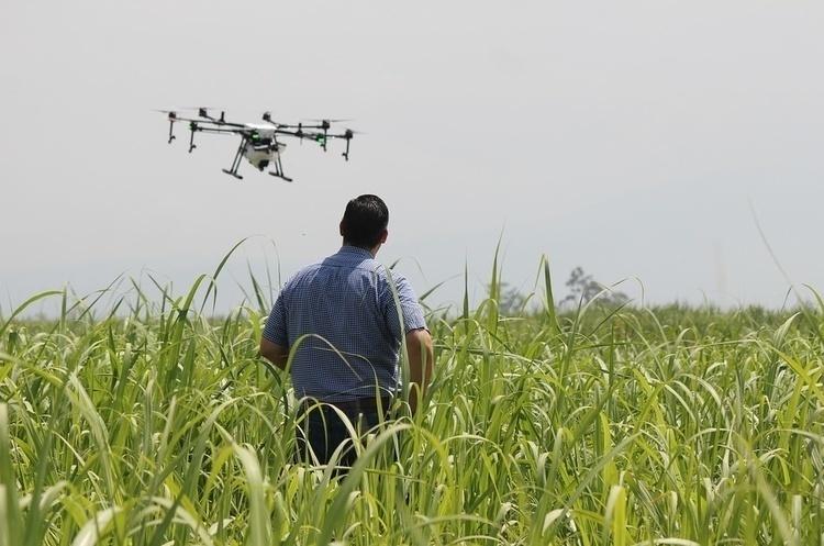 Державіаслужба передумала вводити заявки на використання дронів