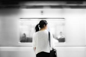 Токійське метро пропонуватиме пасажирам їжу за відмову від поїздок в години пік