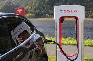 Tesla веде переговори з китайською Lishen щодо поставок акумуляторних батарей