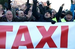 У Барселоні й Мадриді 30 тисяч таксистів бастують проти Uber