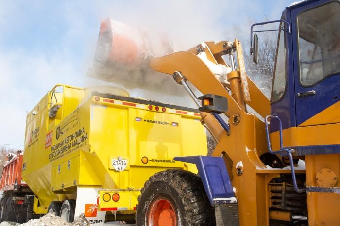 Київські комунальники випробували нові снігоплавилки для розчищення вулиць