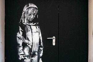 В Парижі вкрали картину Бенксі, присвячену пам'яті жертв теракту