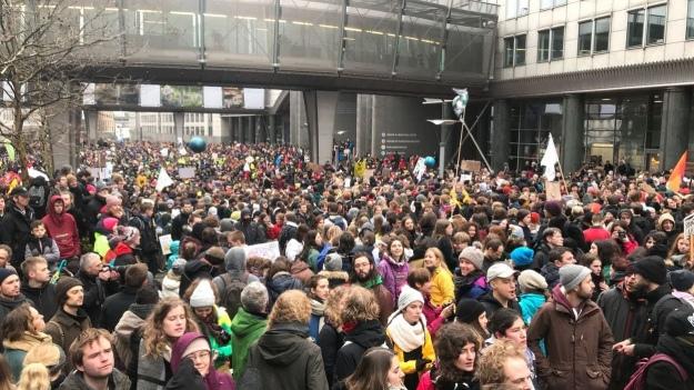 Жителі Бельгії знову вийшли на вулицю з вимогою посилити боротьбу з глобальним потеплінням