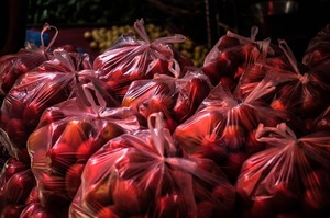 Пакет не потрібен: в Україні заборонять пластикові пакети