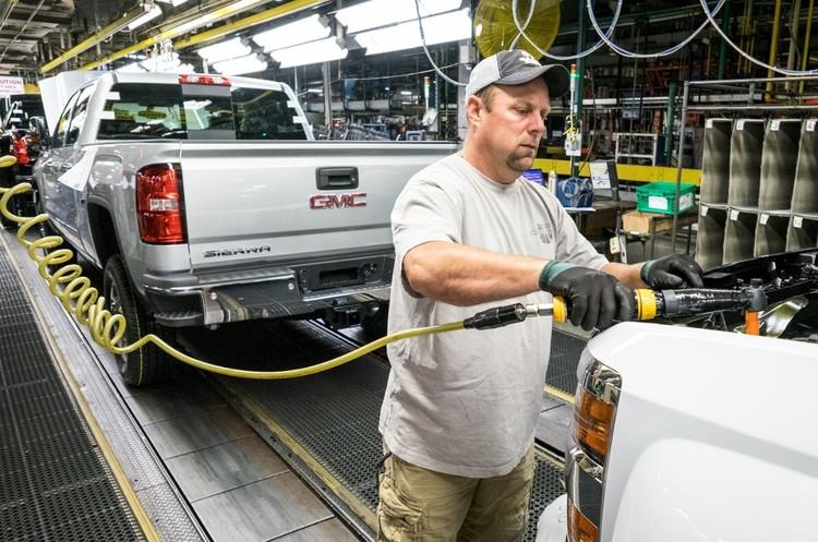 GM зупинила виробництво на 15 своїх заводах через нестачу газу
