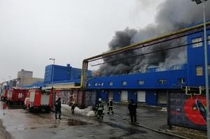 Пожежа на складах біля ст. метро «Лісова»: ДСНС попереджає про загрозу обвалу
