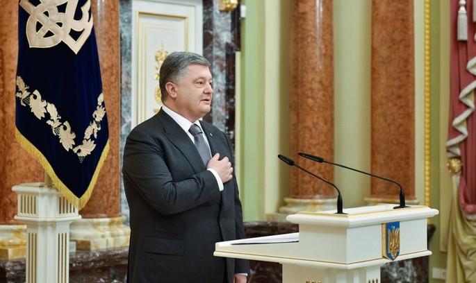 Порошенко подав документи до ЦВК для реєстрації кандидатом на президентські вибори