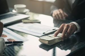 Незадовго до визнання неплатоспроможним, з банку «Хрещатик» незаконно вивели майже 6,9 млн грн – ФГВФО