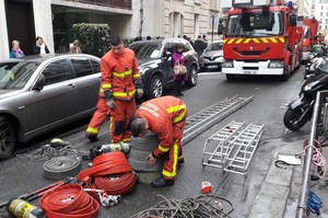 У престижному районі Парижа через пожежу загинуло 10 людей, поліція підозрює підпал