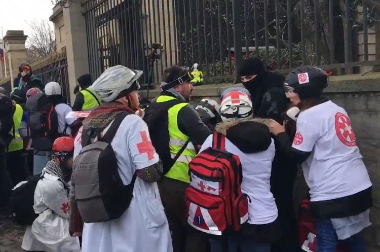 В Парижі одному з учасників протестів «жовтих жилетів» відірвало руку