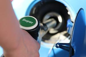 Bloomberg склав рейтинг країн за вартістю бензину та його доступністю