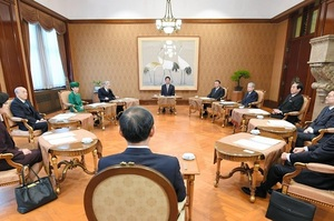 Японія вимагає в Південної Кореї вибачитися за «неповагу» до японського імператора