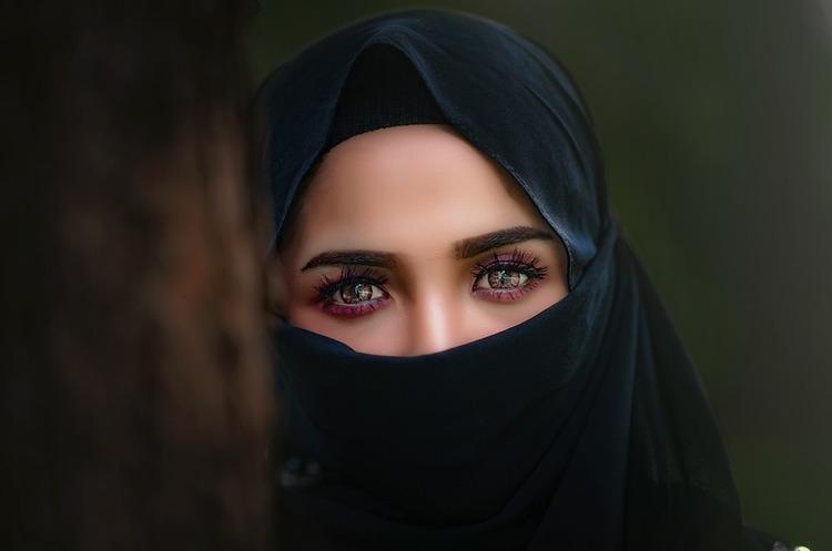 Apple та Google потрапили у скандал через додаток, який дає змогу саудівським чоловікам контролювати жінок онлайн