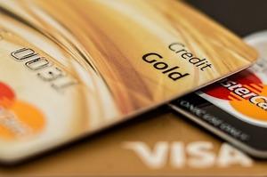 Visa і MasterCard підвищують комісії для українських банків