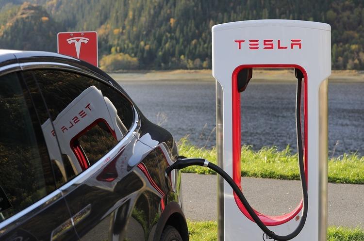 Протягом 2018 року в Україну було ввезено 633 електромобілі Tesla