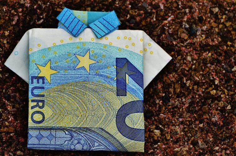 НБУ має намір обмежити до 15 000 грн готівкові розрахунки з фізичними особами