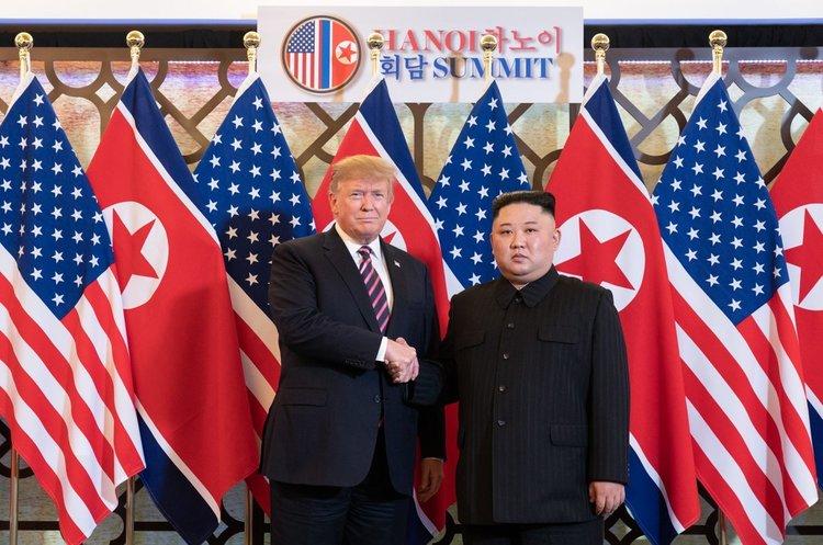 Трамп і Кім Чен Ин не досягли угоди щодо денуклеаризації