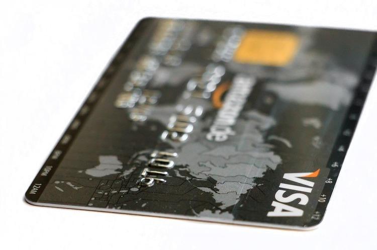 З квітня всі картки Visa випускатимуть безконтактними