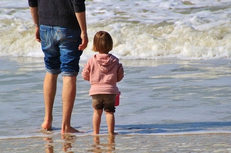 Як безпечно подорожувати з дитиною та який поліс обрати